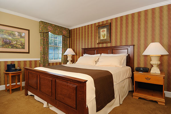 country king spa at norwich inn. Black Bedroom Furniture Sets. Home Design Ideas