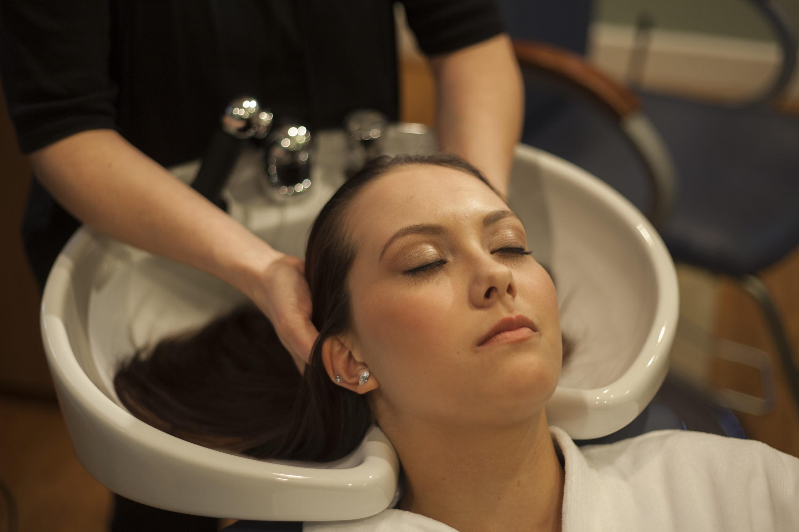 Spa salon spa at norwich inn for Wash hair salon